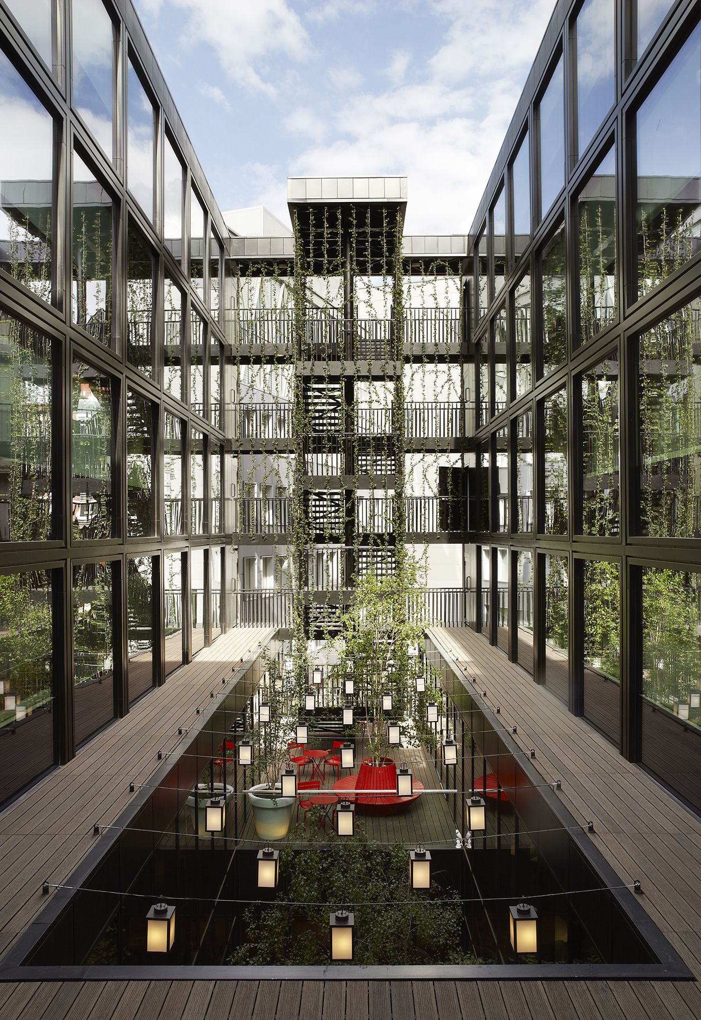 CitizenM_London_Bankside-courtyard 01