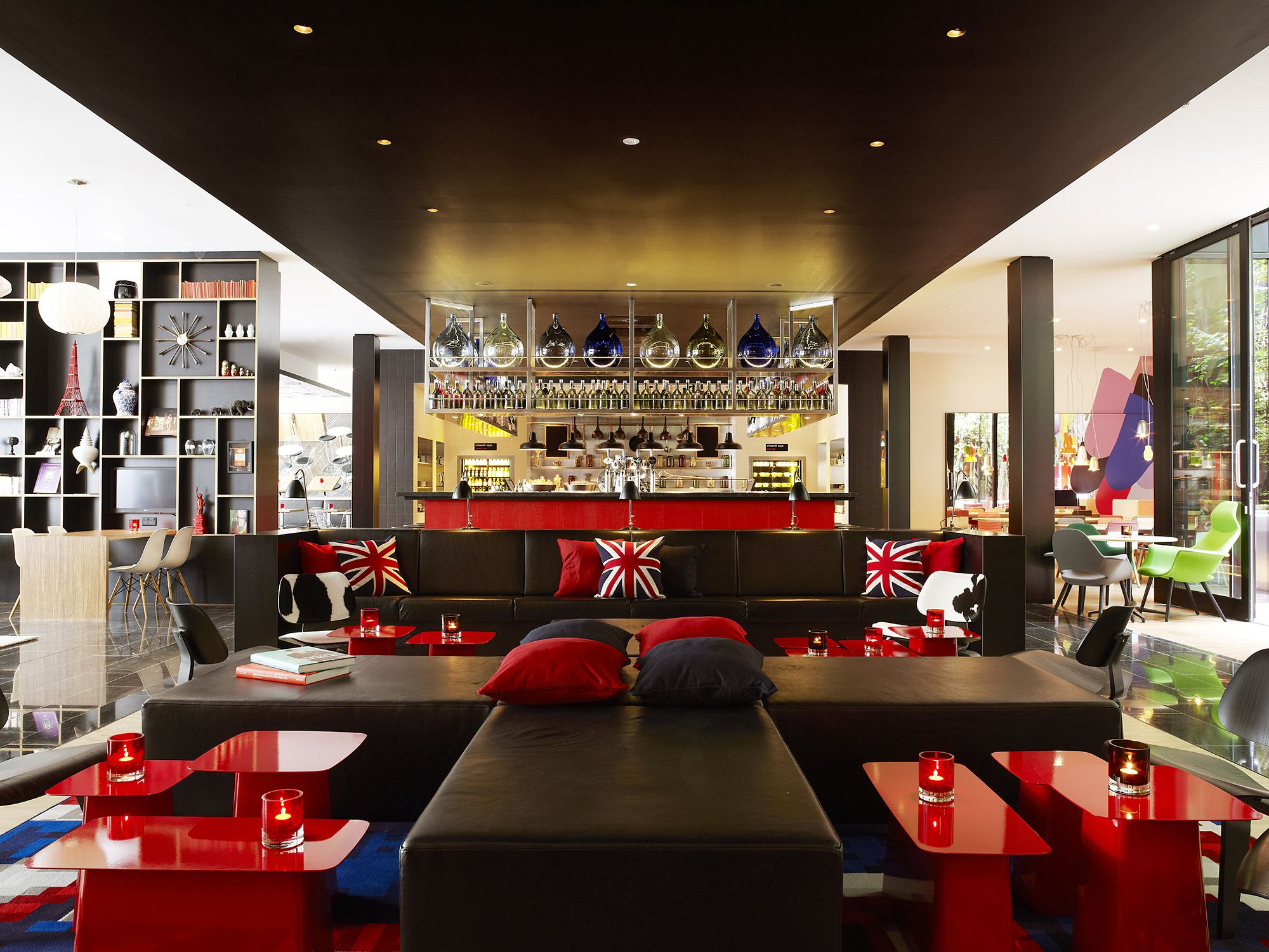 CitizenM_London_Bankside-livingroom 04