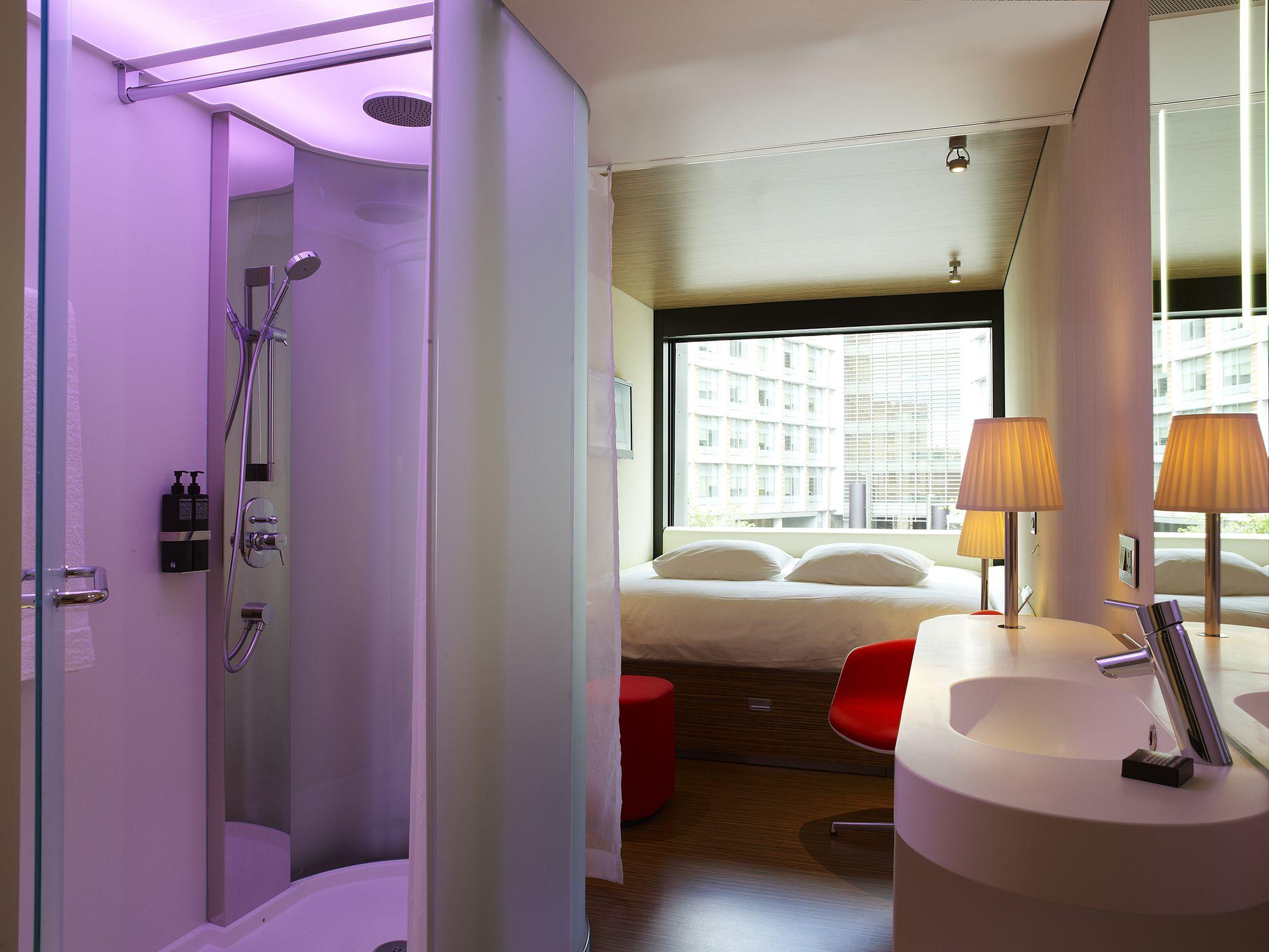 CitizenM_London_Bankside-room pink
