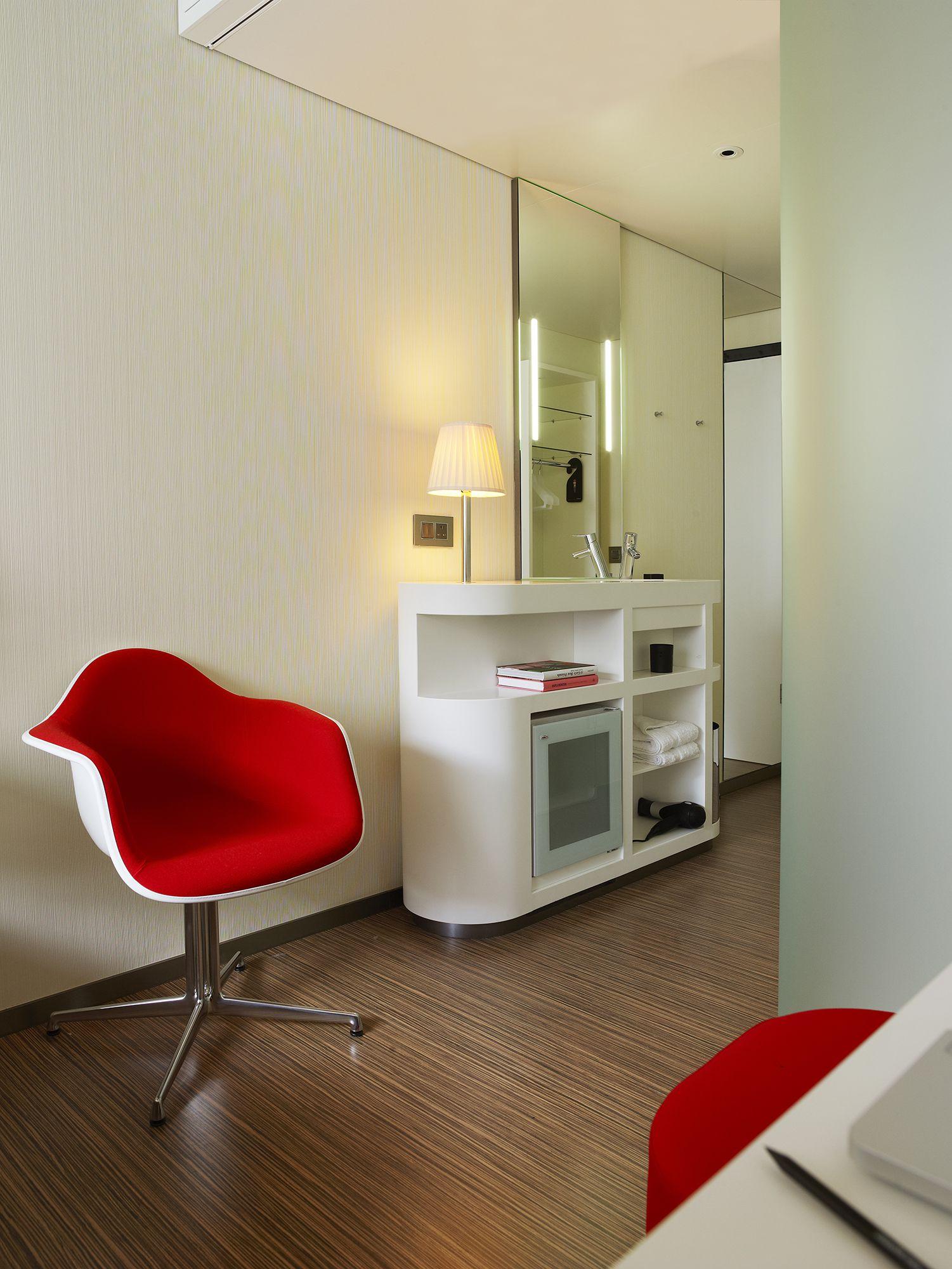 CitizenM_London_Bankside-room vanity