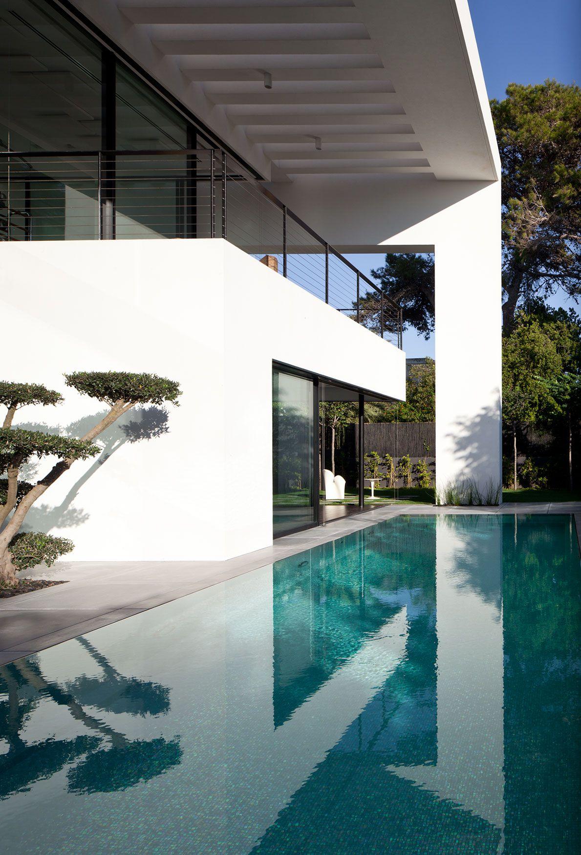 Contemporary-Bauhaus-on-the-Carmel-03