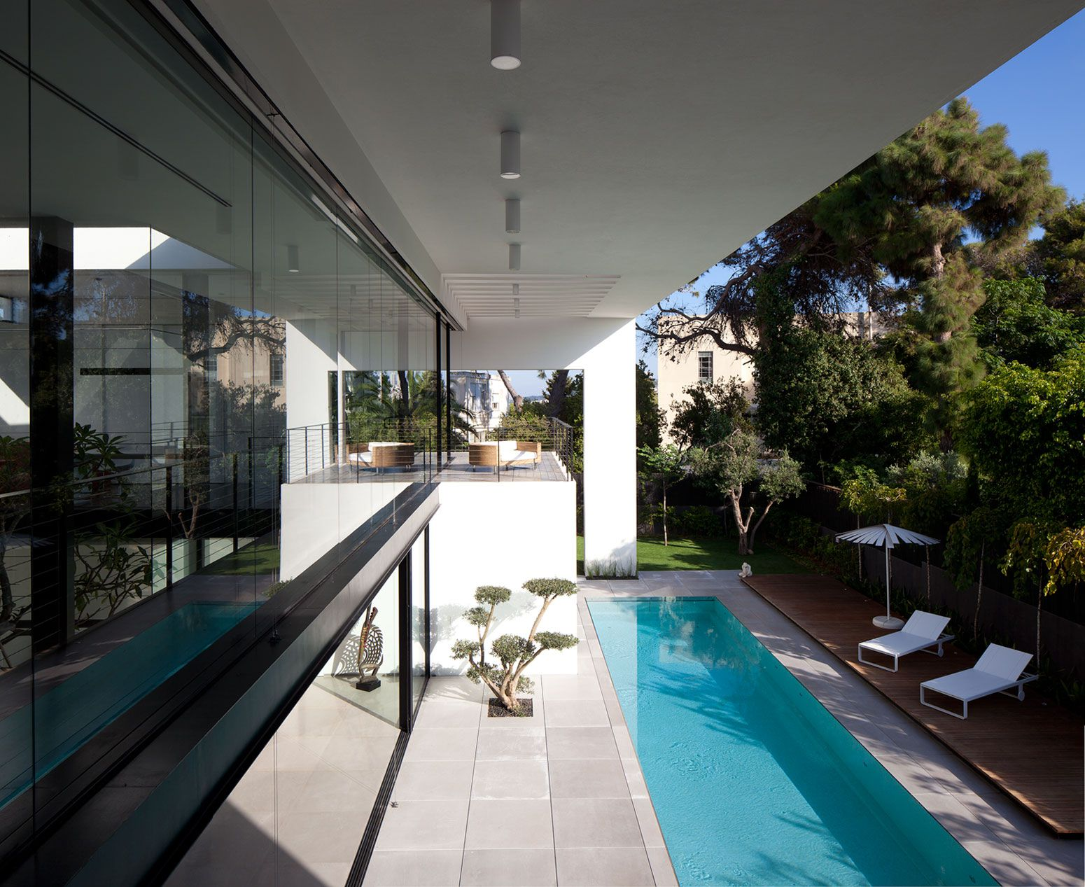 Contemporary-Bauhaus-on-the-Carmel-04