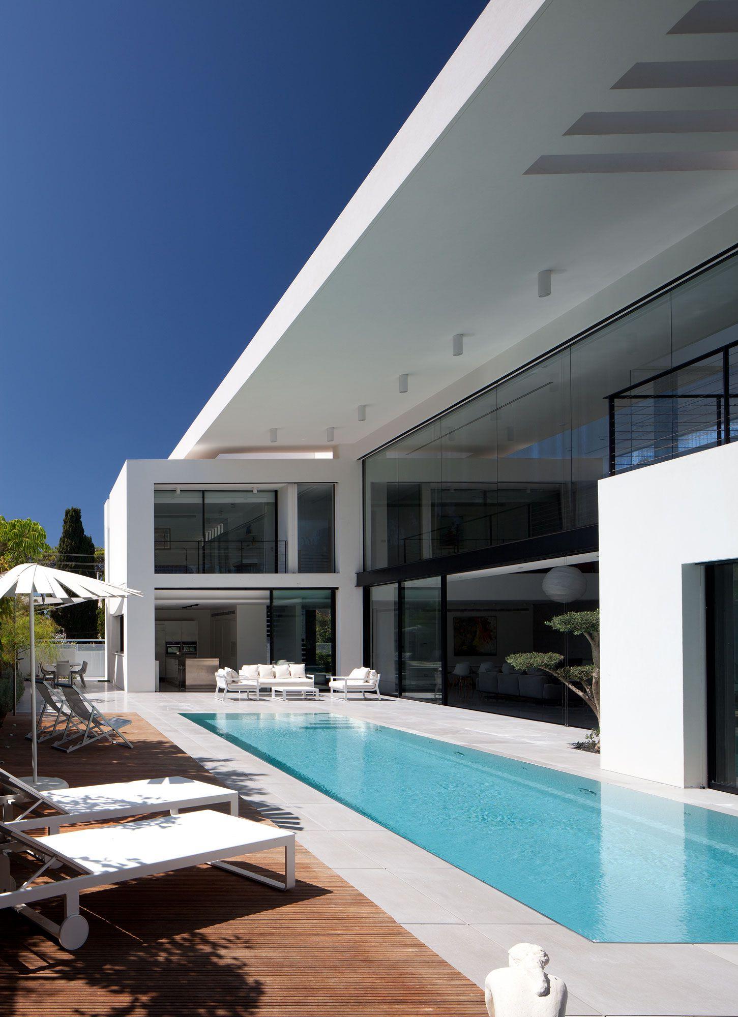 Contemporary-Bauhaus-on-the-Carmel-05