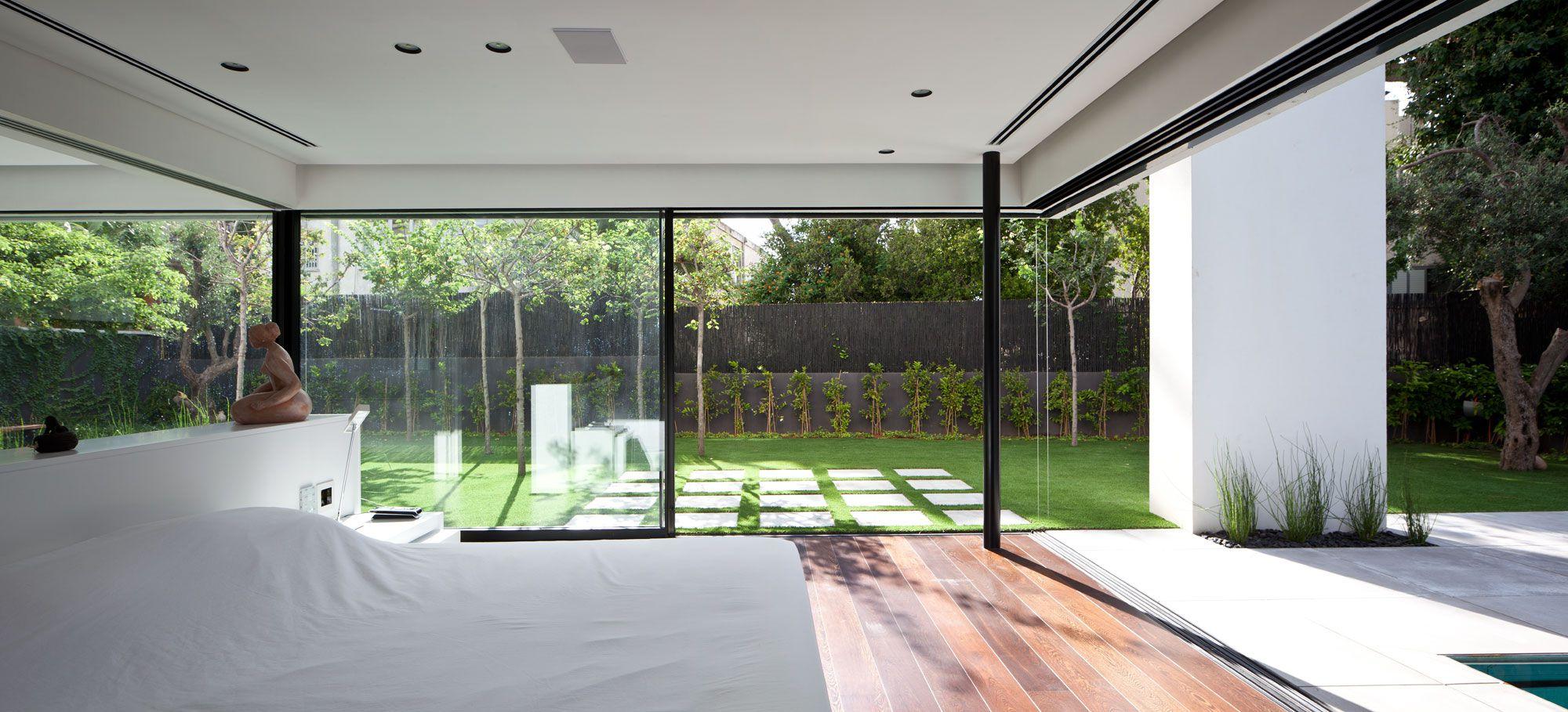 Contemporary-Bauhaus-on-the-Carmel-10