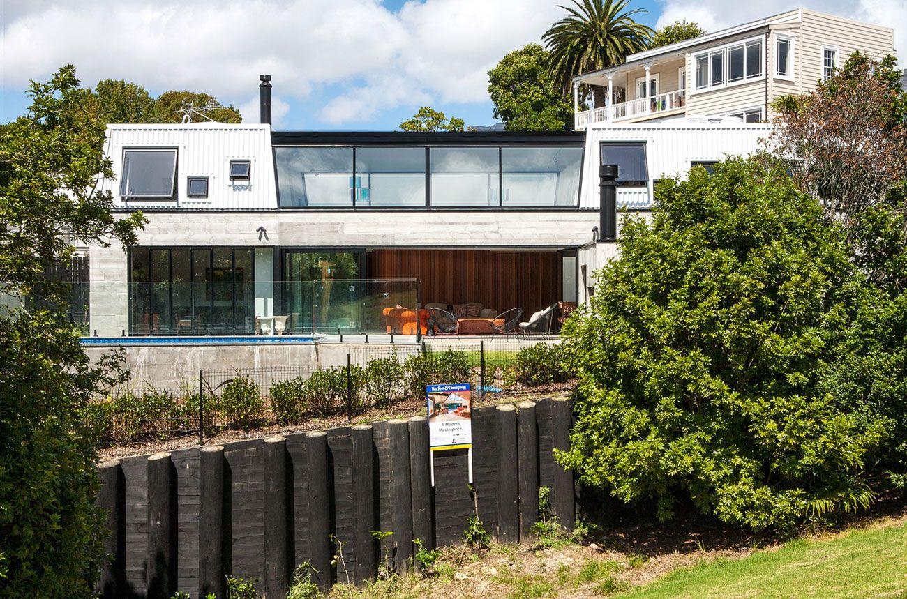 Contemporary-Elizabeth-Street-Residence-02