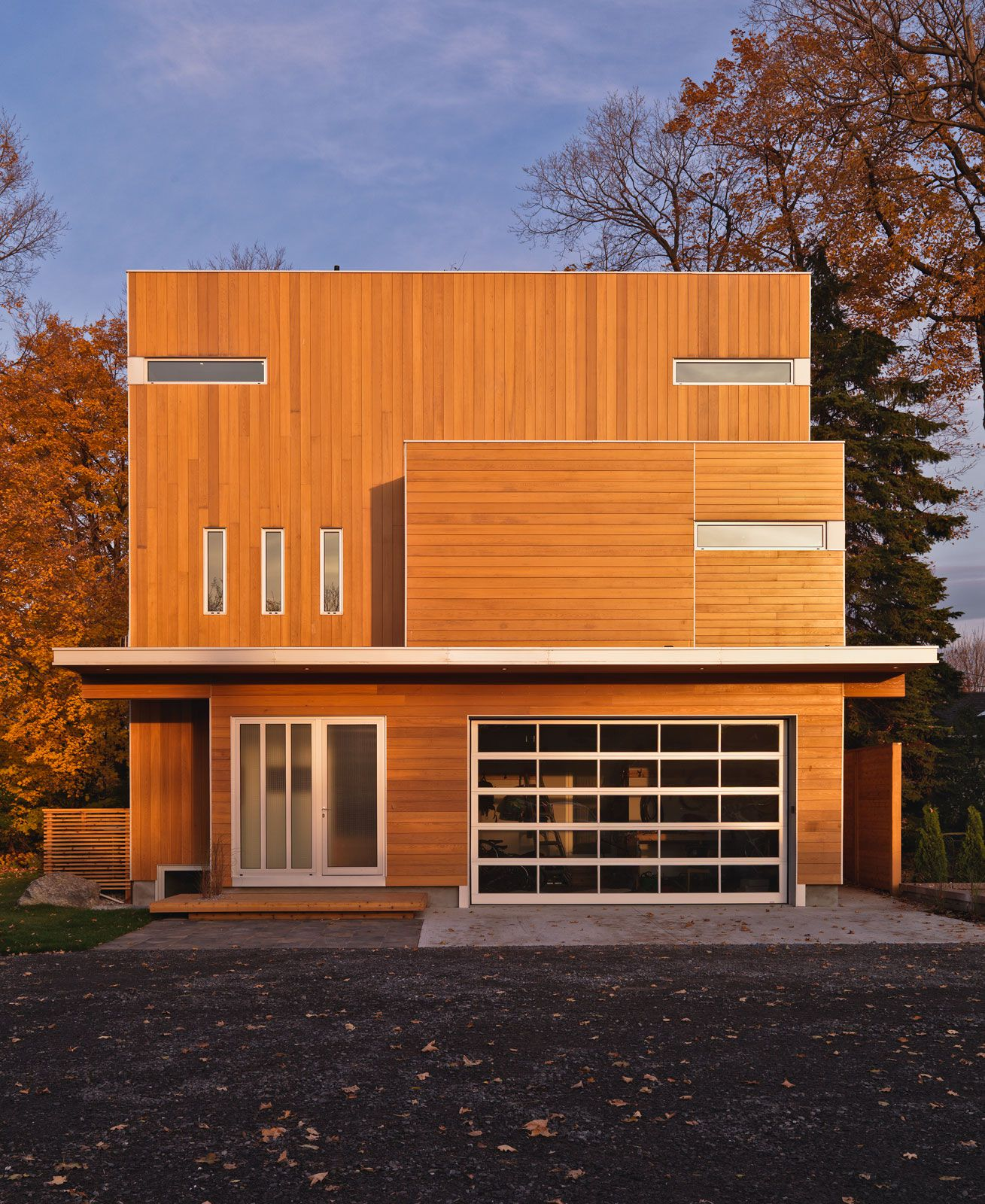 Contemporary-Lighthouse-Residence-in-Ottawa-01