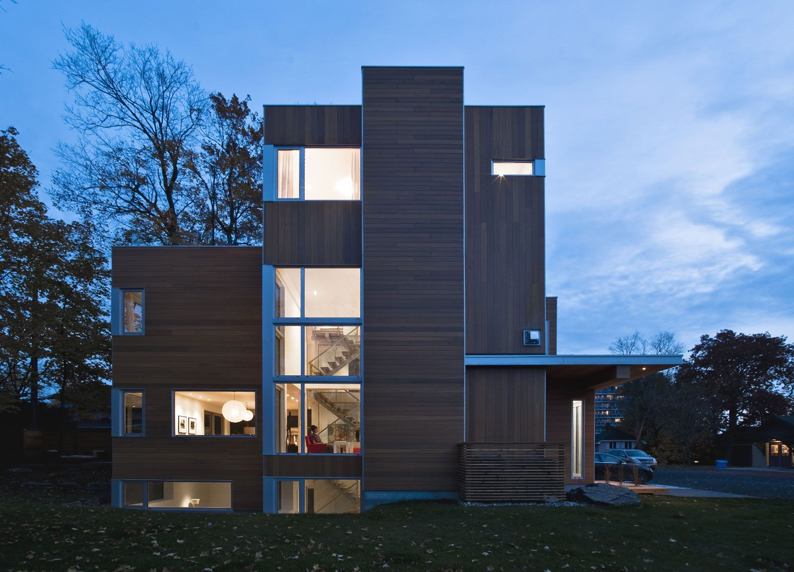 Contemporary-Lighthouse-Residence-in-Ottawa-02