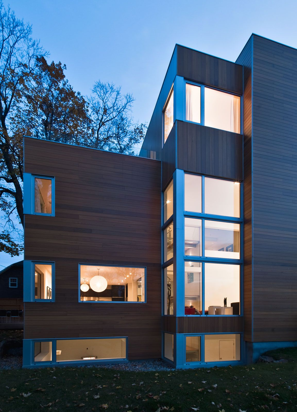 Contemporary lighthouse residence in ottawa by linebox for Modern house design ottawa