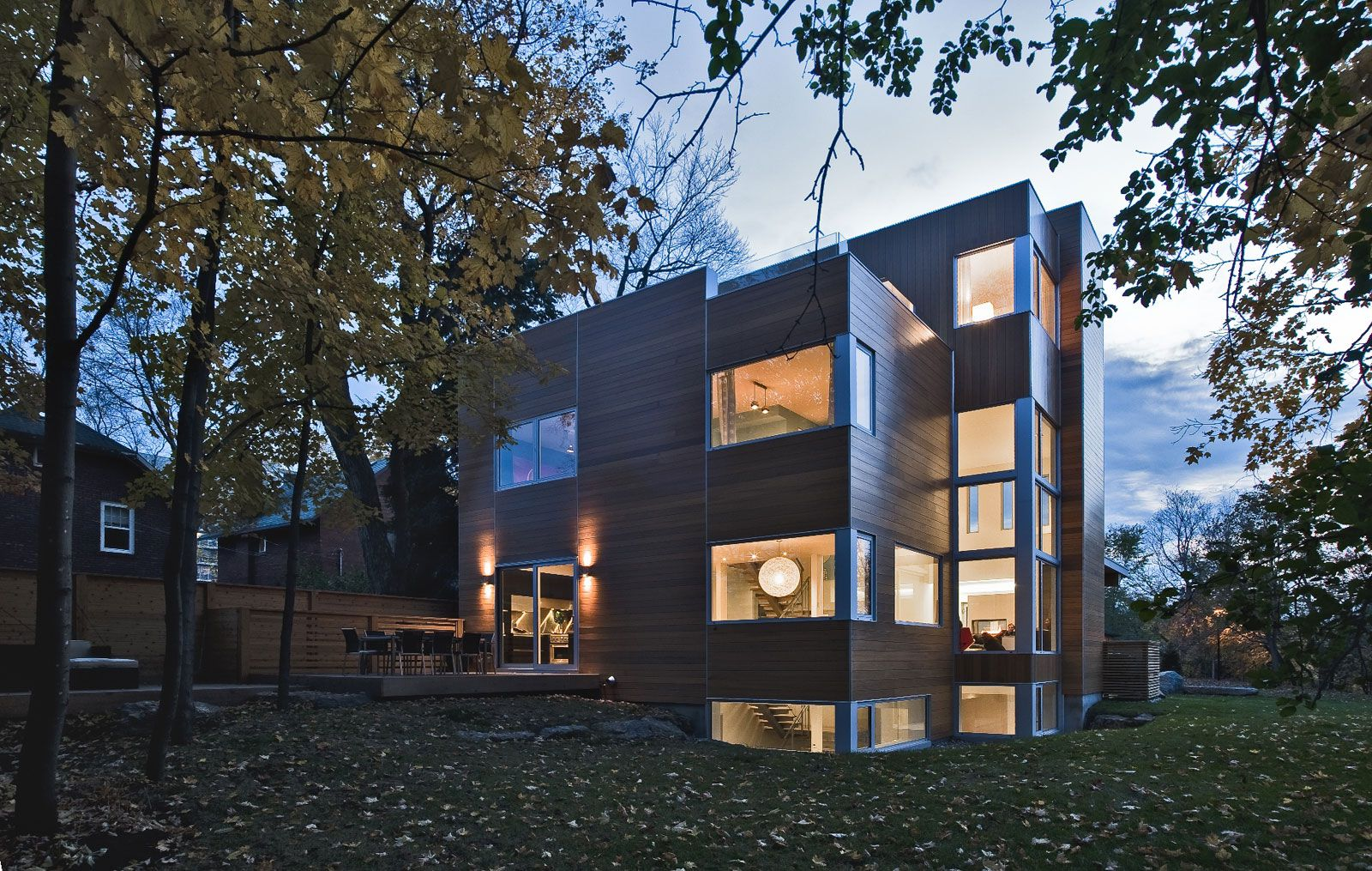 Contemporary-Lighthouse-Residence-in-Ottawa-04