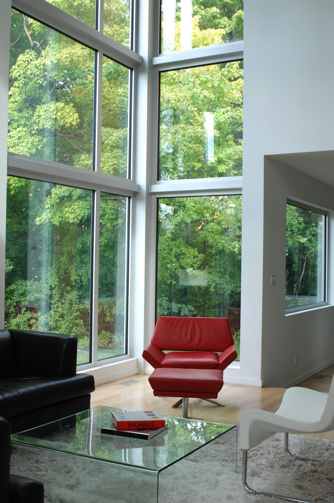 Contemporary-Lighthouse-Residence-in-Ottawa-13