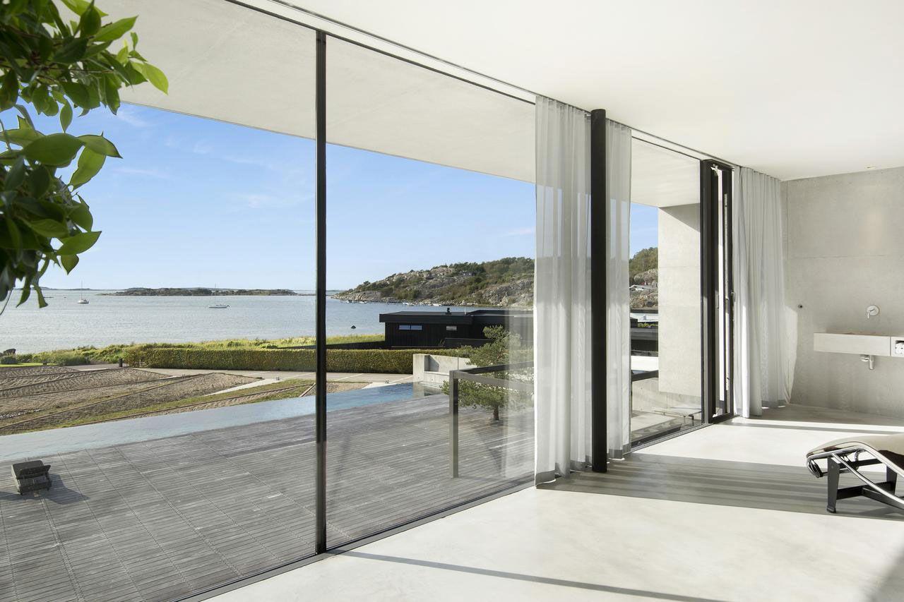 Contemporary sea villa in budsk r caandesign for Modern design blog