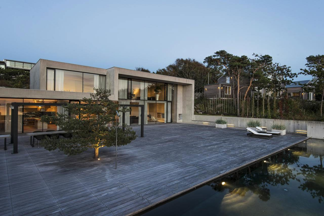 Contemporary sea villa in budsk r caandesign for Contemporary villa