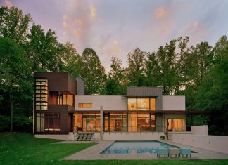 Crab Creek House by Robert Gurney Architect