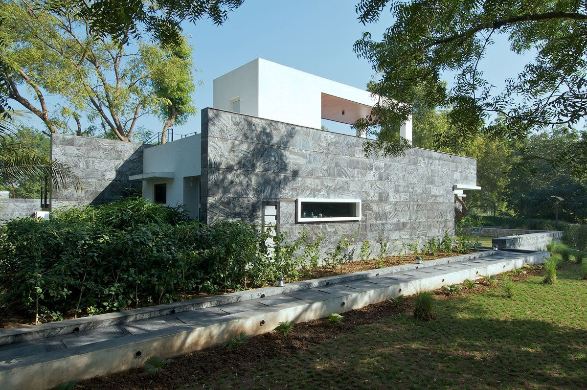 Dinesh-Mills-Bungalow-00-2