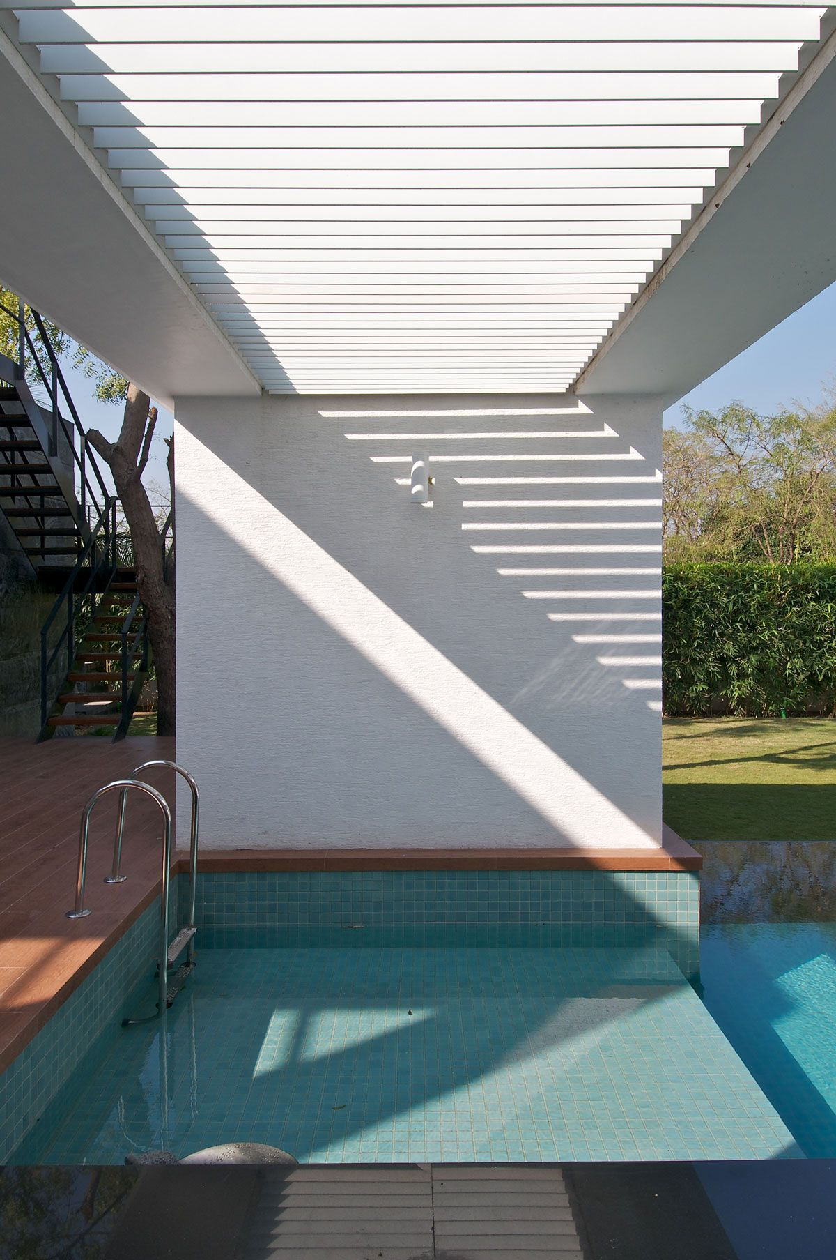 Dinesh-Mills-Bungalow-02-3