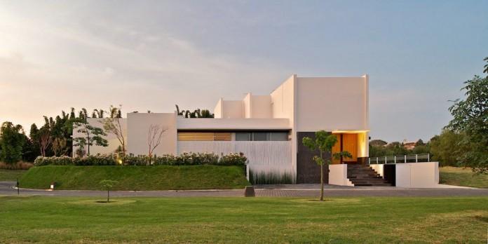 Eriso House by Agraz Arquitectos