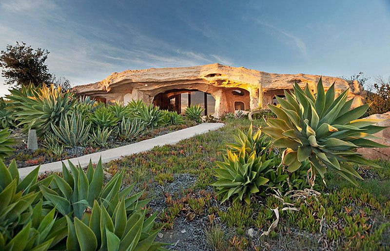Flintstones-Style-Malibu-Retreat-03
