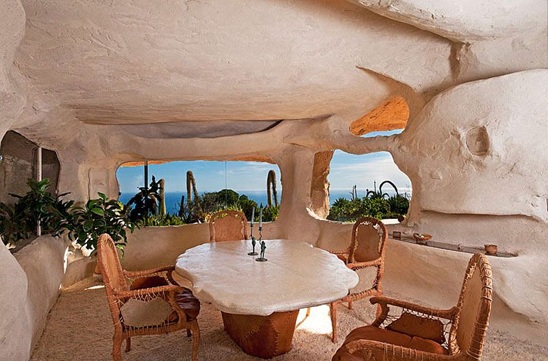 Flintstones-Style-Malibu-Retreat-05