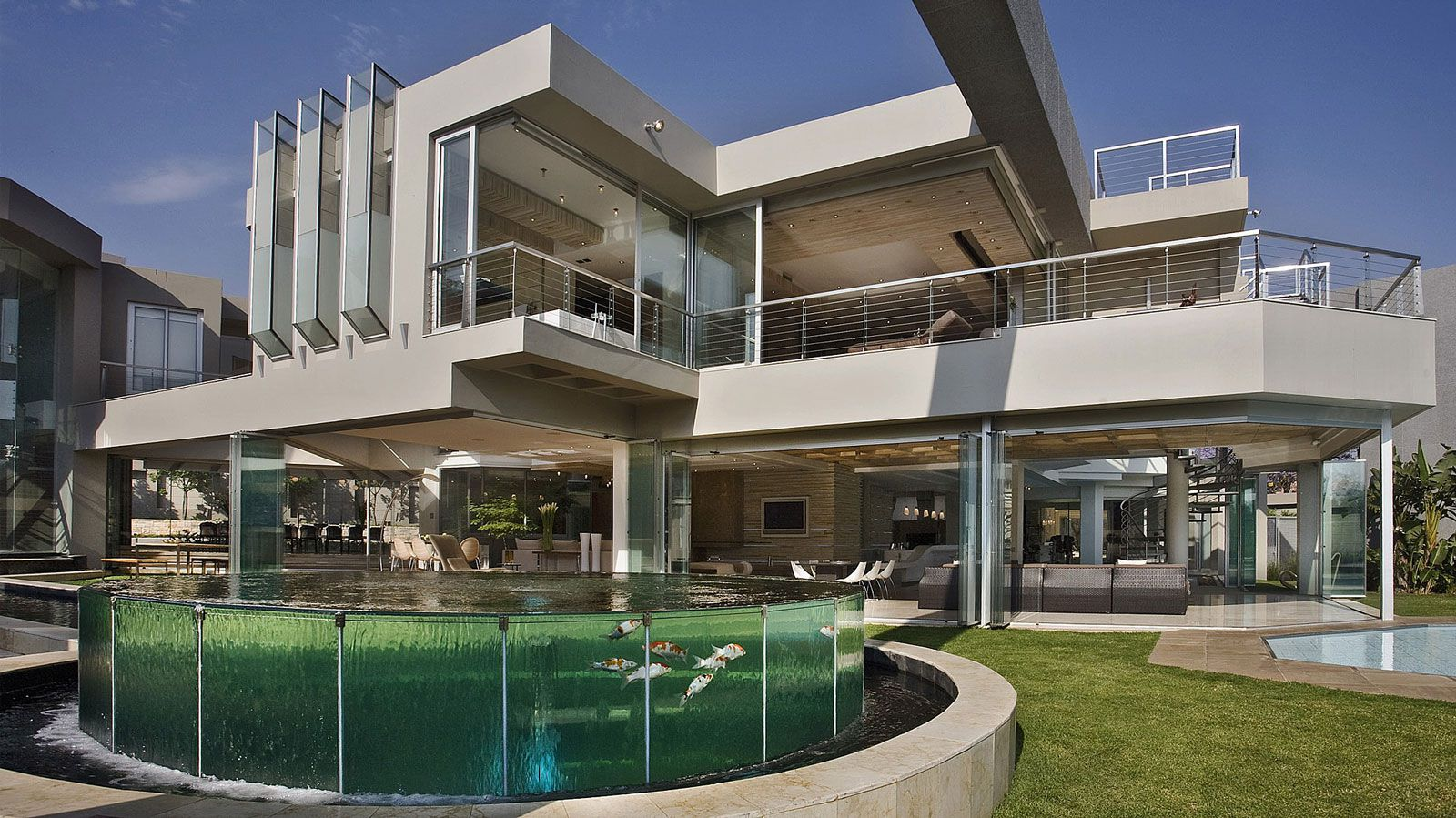The Glass House by Nico Van Der Meulen Architects