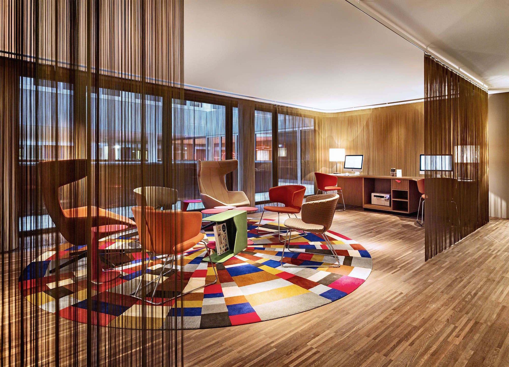 Hotel_25hours_Foyer_Arbeitsplatz_02