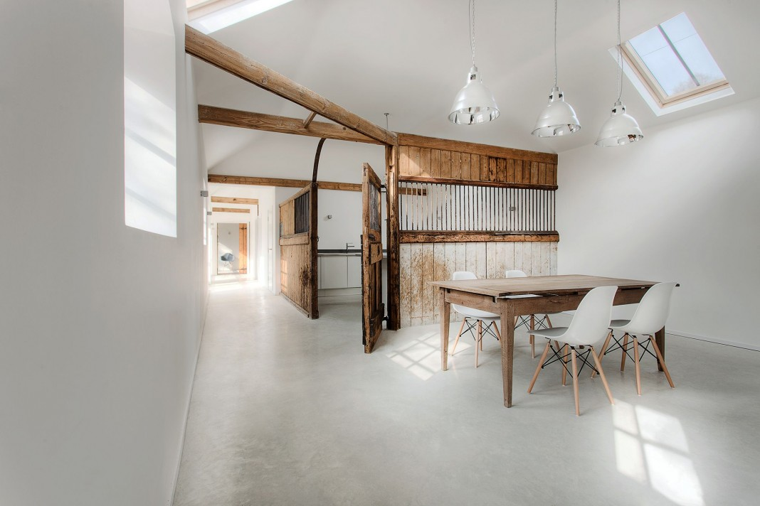 Manor House Stables by AR Design Studio