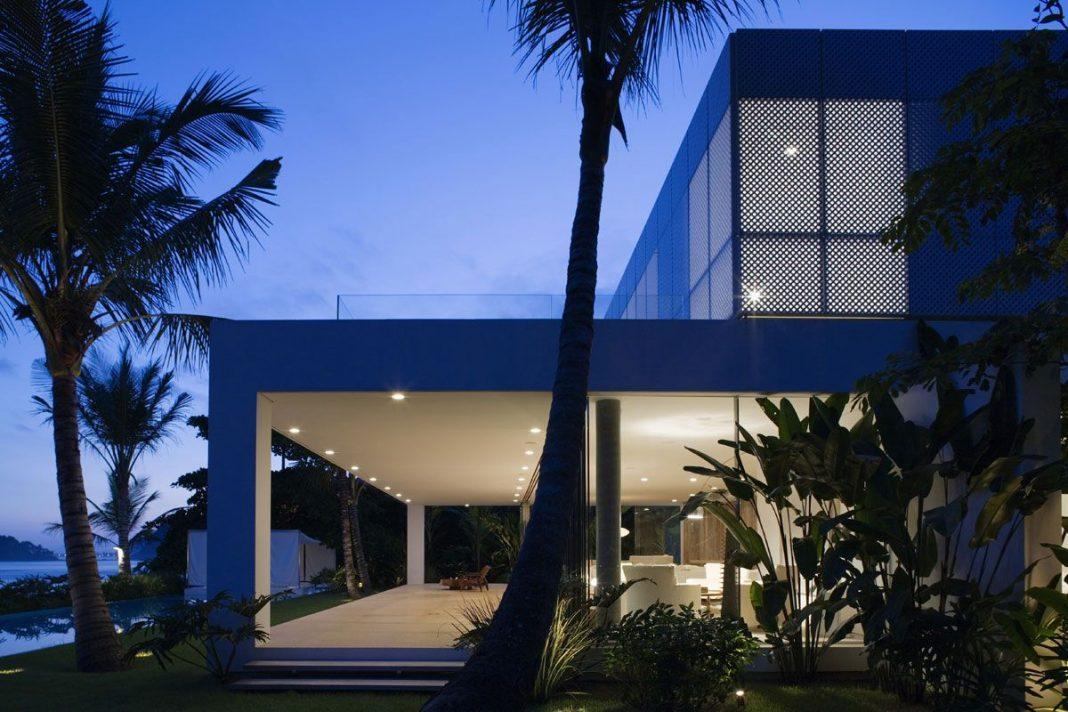 Iporanga House by Isay Weinfeld