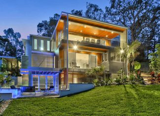 Modern residence on Brisbane River