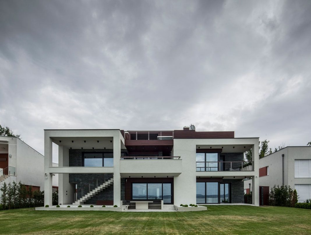 Lakeside Home in Balatonboglár by Tóth Project