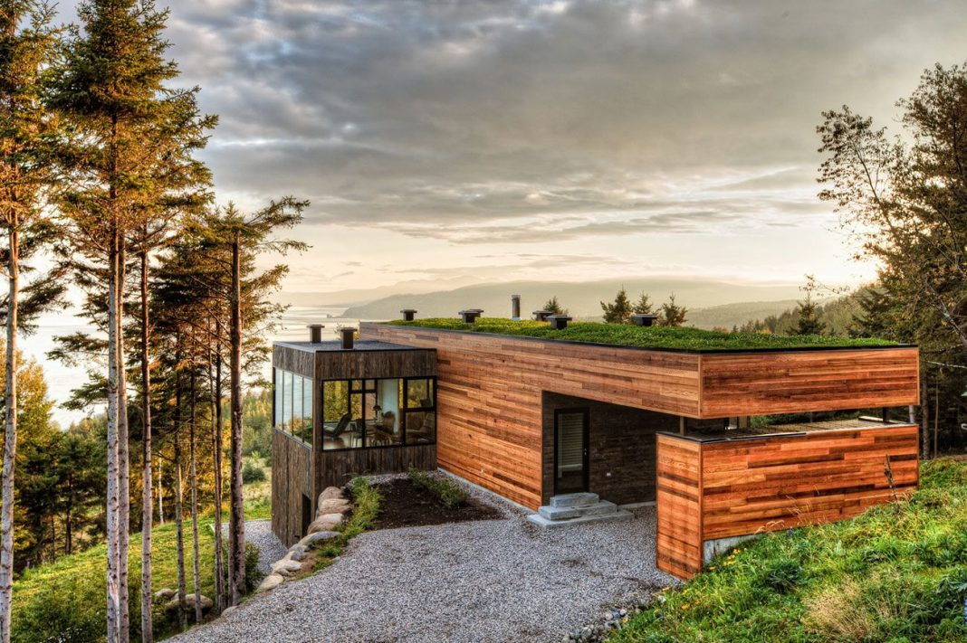 """Malbaie V """"Le Phare"""" by Mu Architecture"""