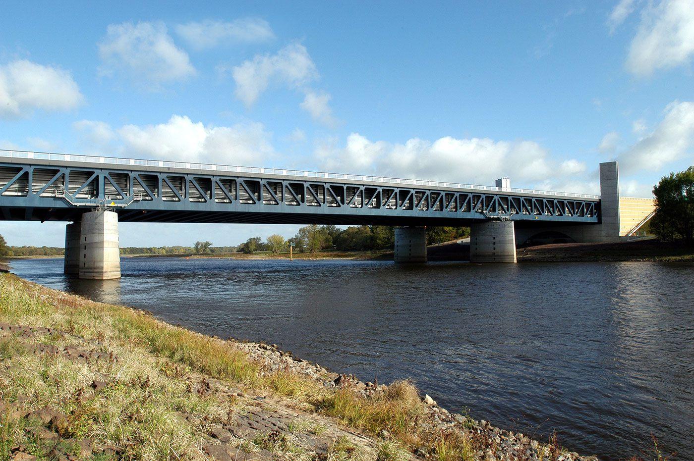 Magdeburg Water Bridge The Longest Navigable Aqueduct In