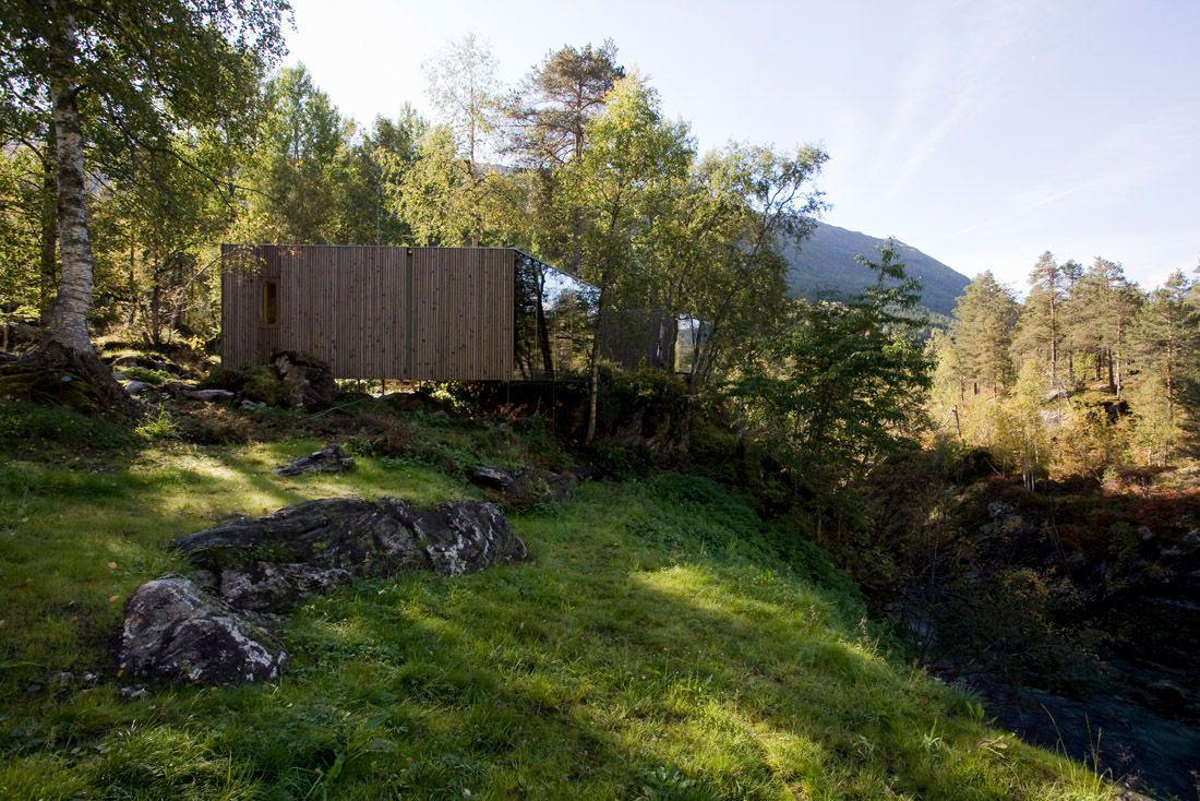 Minimalist-Juvet-Landscape-Hotel-in-Norway-01