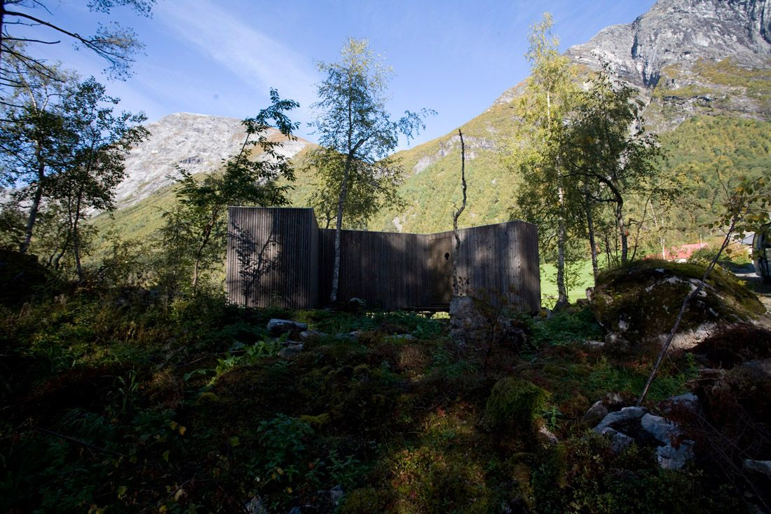 Minimalist-Juvet-Landscape-Hotel-in-Norway-03
