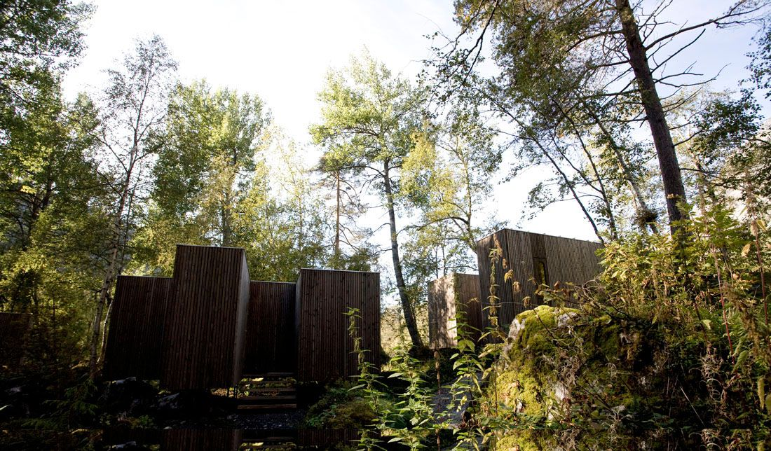 Minimalist-Juvet-Landscape-Hotel-in-Norway-04