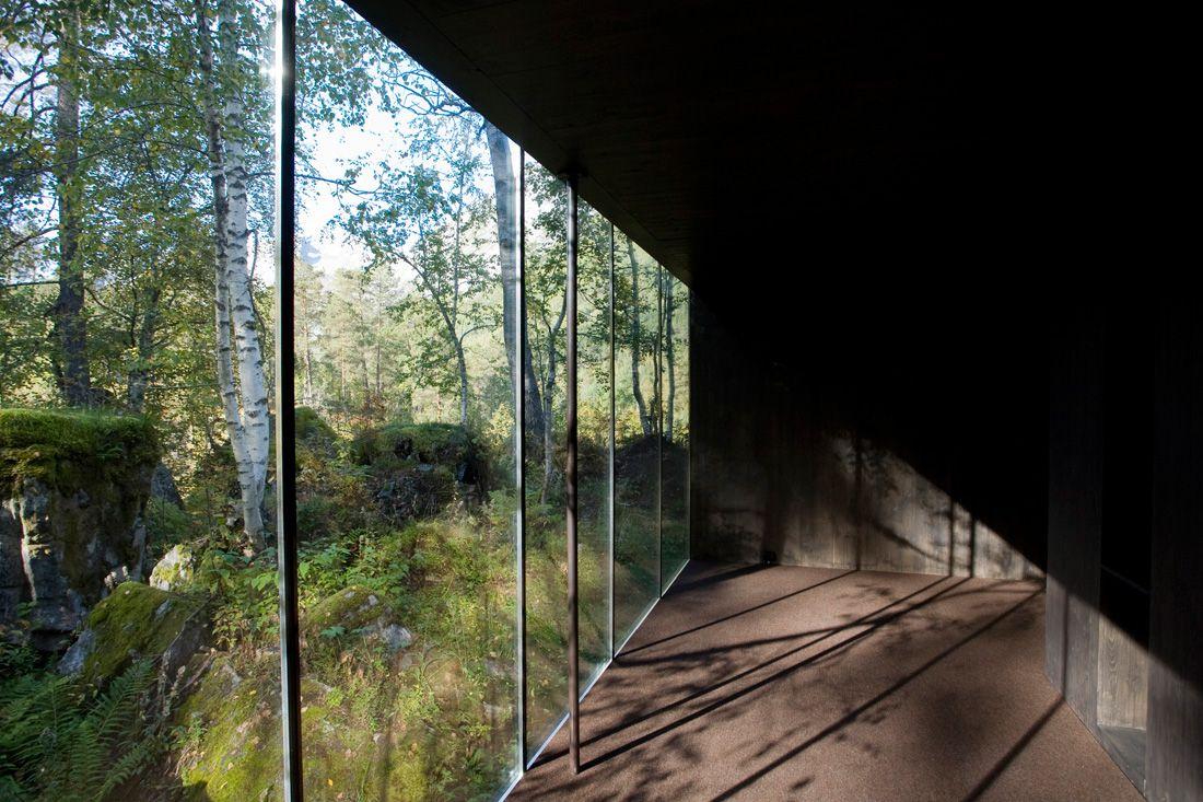 Minimalist-Juvet-Landscape-Hotel-in-Norway-08