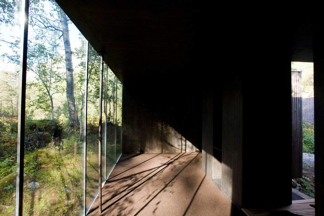 Minimalist-Juvet-Landscape-Hotel-in-Norway-09