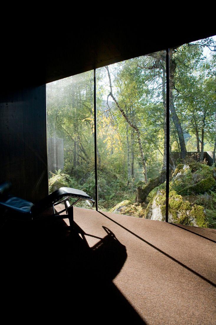 Minimalist-Juvet-Landscape-Hotel-in-Norway-10