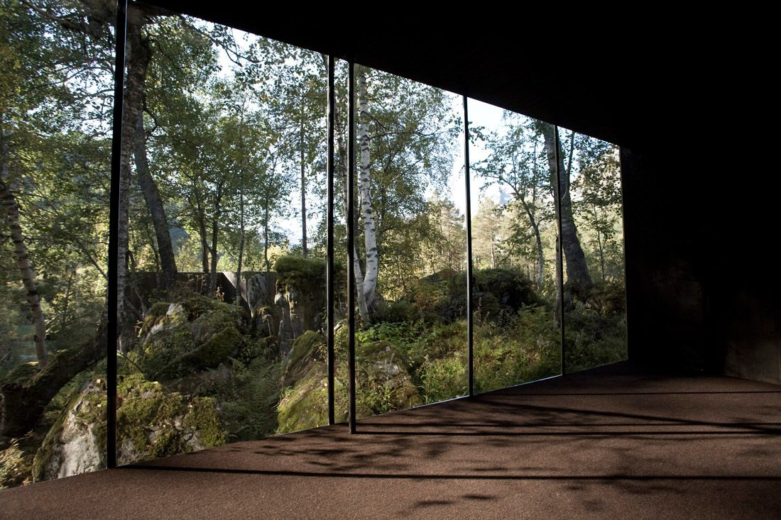 Minimalist-Juvet-Landscape-Hotel-in-Norway-11