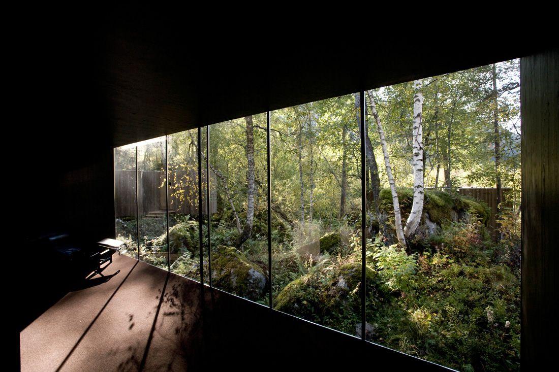 Minimalist-Juvet-Landscape-Hotel-in-Norway-12