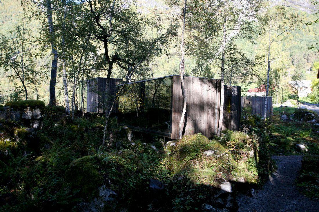 Minimalist-Juvet-Landscape-Hotel-in-Norway-13
