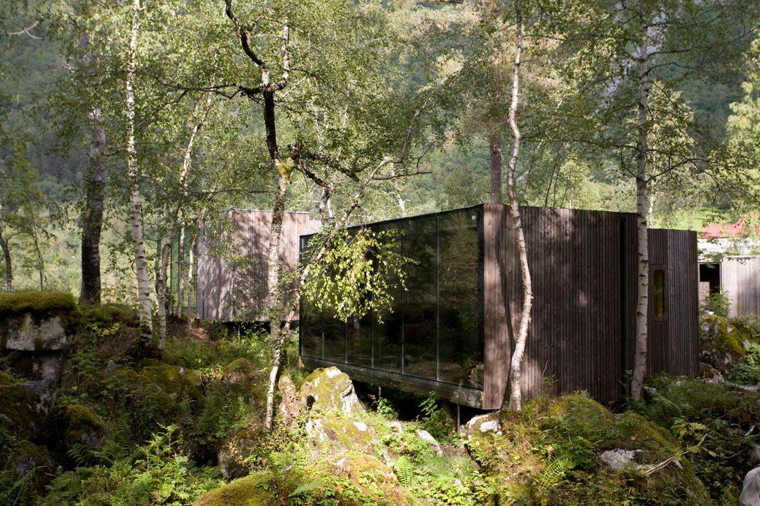 Minimalist-Juvet-Landscape-Hotel-in-Norway-14