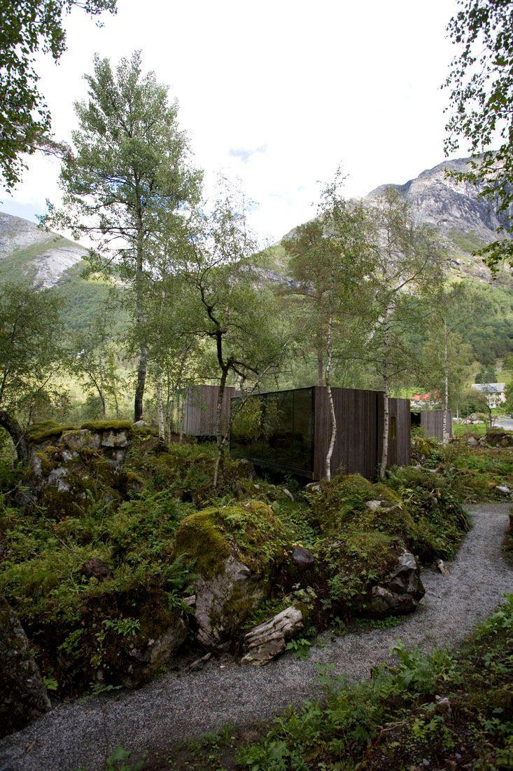 Minimalist-Juvet-Landscape-Hotel-in-Norway-15