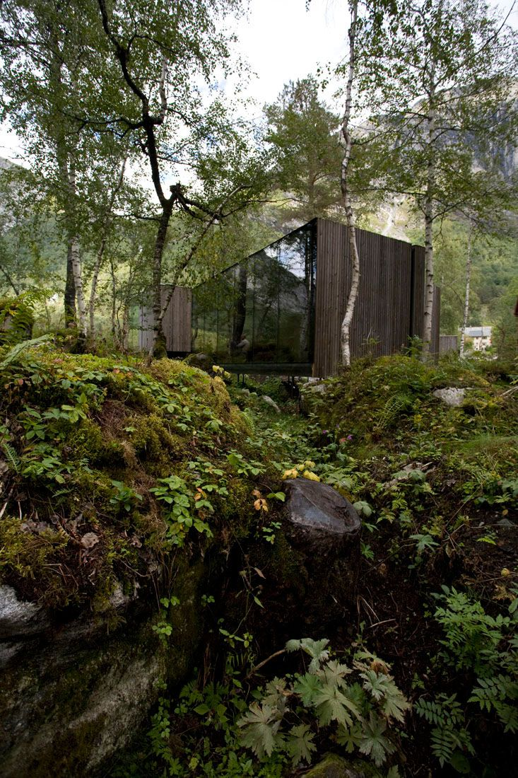 Minimalist-Juvet-Landscape-Hotel-in-Norway-16