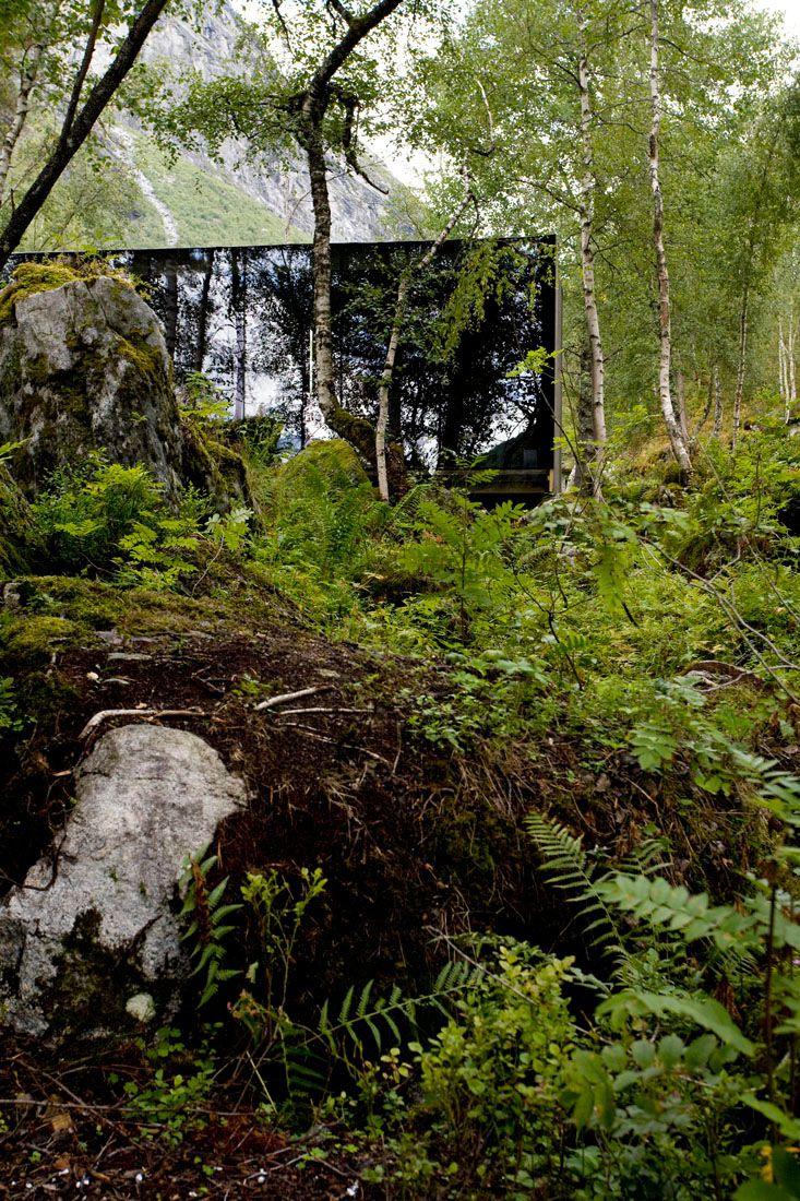 Minimalist-Juvet-Landscape-Hotel-in-Norway-17