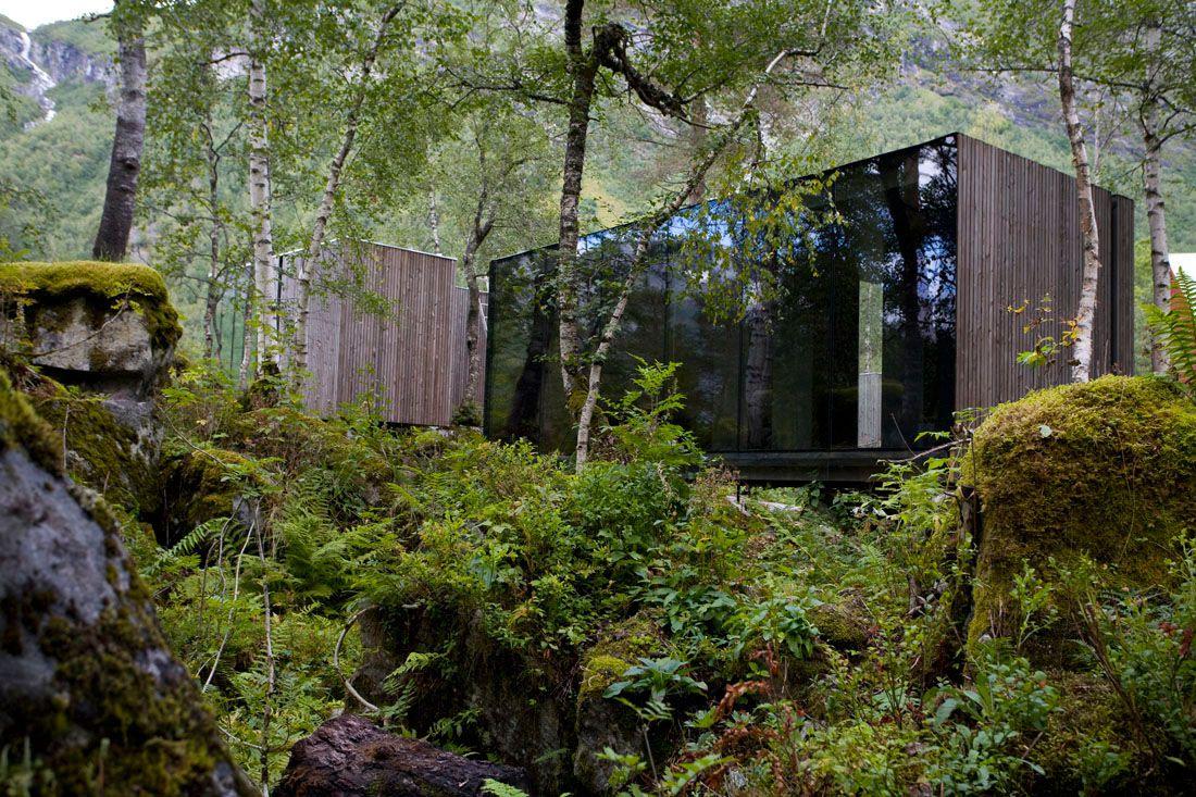 Minimalist-Juvet-Landscape-Hotel-in-Norway-18