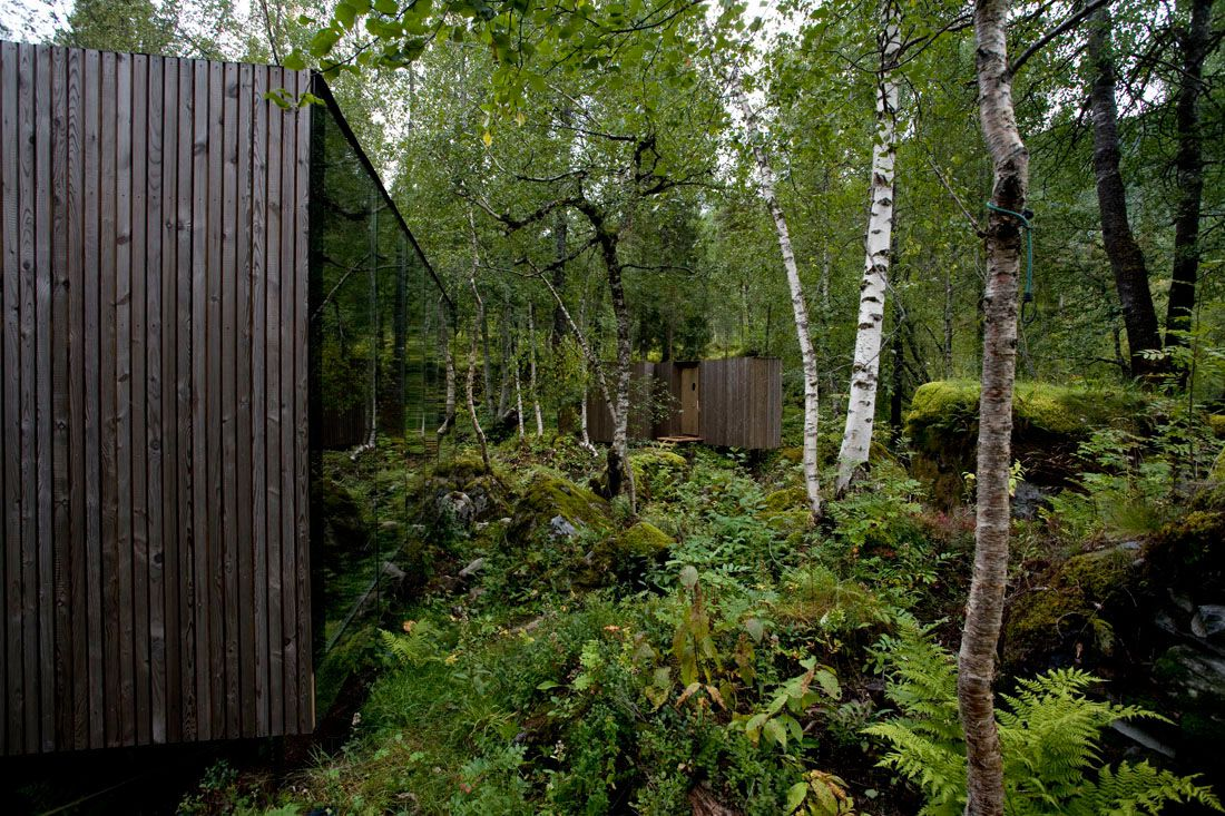 Minimalist-Juvet-Landscape-Hotel-in-Norway-19