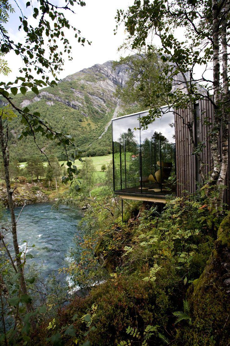 Minimalist-Juvet-Landscape-Hotel-in-Norway-21