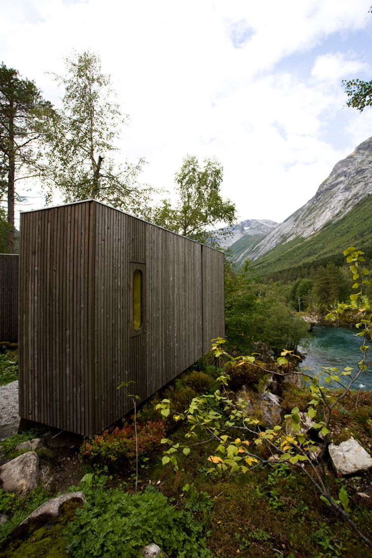 Minimalist-Juvet-Landscape-Hotel-in-Norway-22