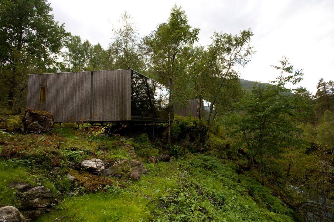 Minimalist-Juvet-Landscape-Hotel-in-Norway-23