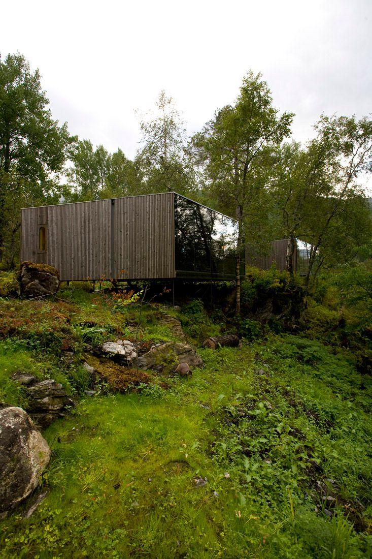 Minimalist-Juvet-Landscape-Hotel-in-Norway-24