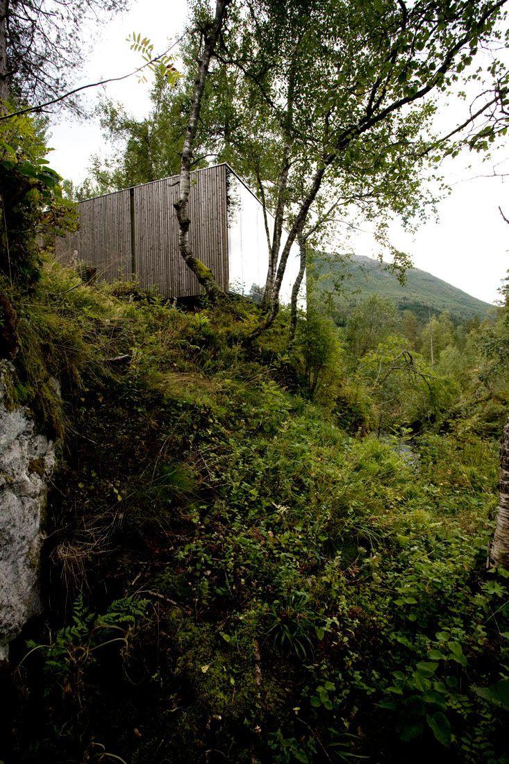 Minimalist-Juvet-Landscape-Hotel-in-Norway-25